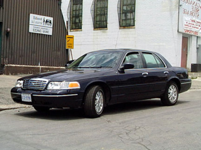 Ford Crown Victoria: 05 фото